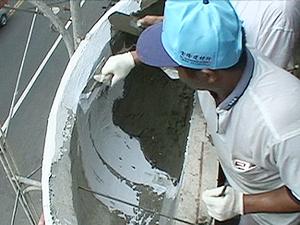 先塗刷3C's塑鋼漿在接合時校內砌接海菜泥砂漿