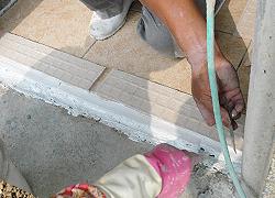 可直接黏貼磁磚,亦可塑鋼漿先砌接水泥漿之後再貼磁磚-3C's塑鋼漿(台灣漿造工業有限公司)