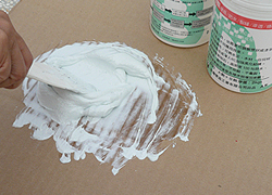 一次使用量少時,可用批刀拌合-3C's塑鋼漿(台灣漿造工業有限公司)