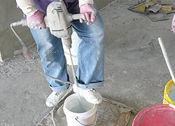 一次量多時,需使用電動攪拌機充分攪拌-3C's塑鋼漿(台灣漿造工業有限公司)