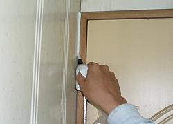 門框縫隙填補使門框不易變形-3C's塑鋼漿(台灣漿造工業有限公司)